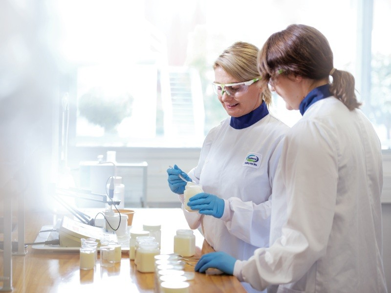 Female lab scientists making tests